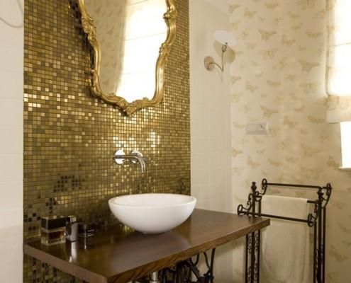Łazienka w kolorze złota
