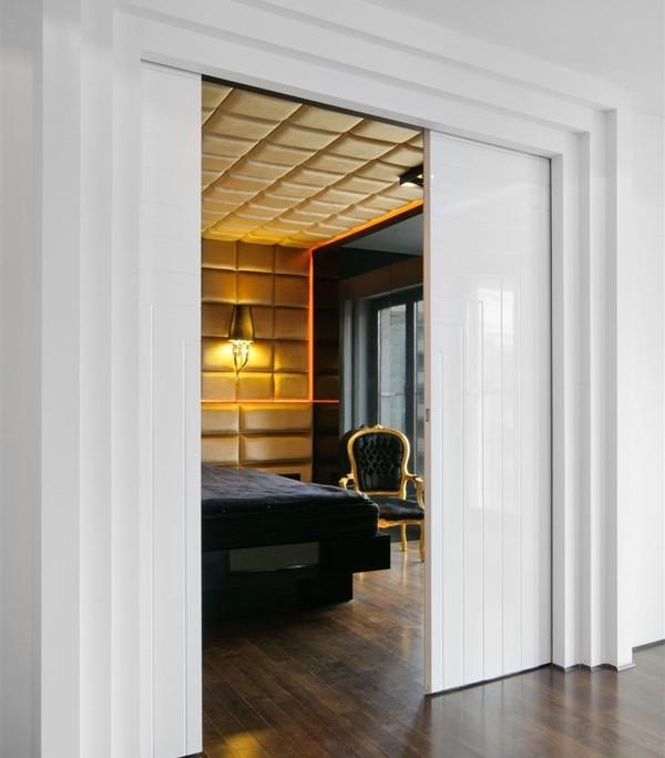Modernistyczna sypialnia w stylu glamour inspiracja for Drzwi z portalem