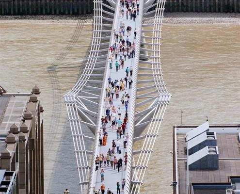 Londyn. Most Milenijny widoczny z katedry Św. Pawła