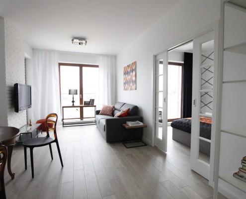 niewielki salon w stylu eklektycznym