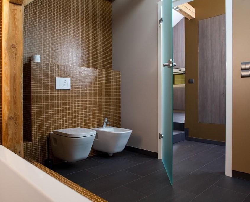 łazienka w ciepłych barwach - styl nowoczesny