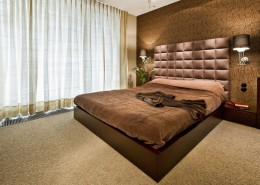 Sypialnia w brązie z pikowaniem