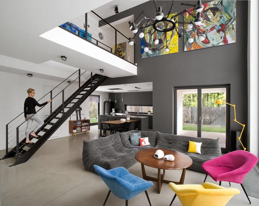 nowoczesny salon z antresolą - kolory w salonie