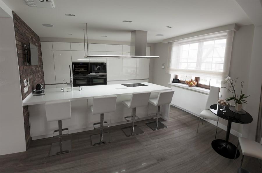 Stylowa kuchnia w jasnych barwach  Architektura, wnętrza   -> Kuchnia Biala Stylowa
