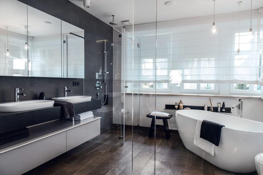 Stylowa łazienka z przeszkleniem - oryginalna łazienka