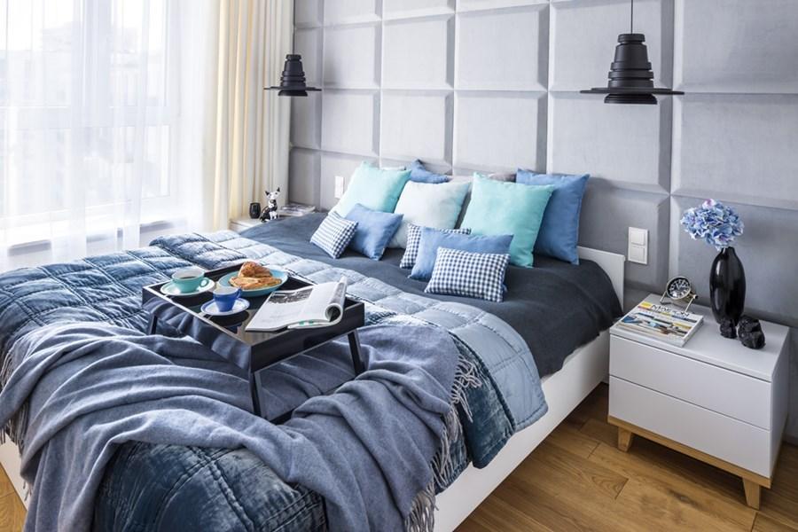 Sypialnia z niebieskimi dodatkami - Architektura, wnętrza, technologia, design - HomeSquare
