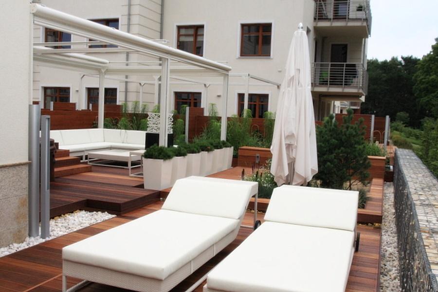 Zadaszony taras w nowoczesnym stylu - Architektura, wnętrza, technologia, design - HomeSquare