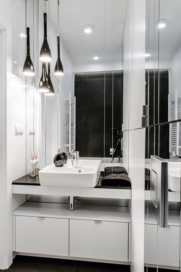 Biało-czarna łazienka - styl nowoczesny - Architektura, wnętrza, technologia, design - HomeSquare