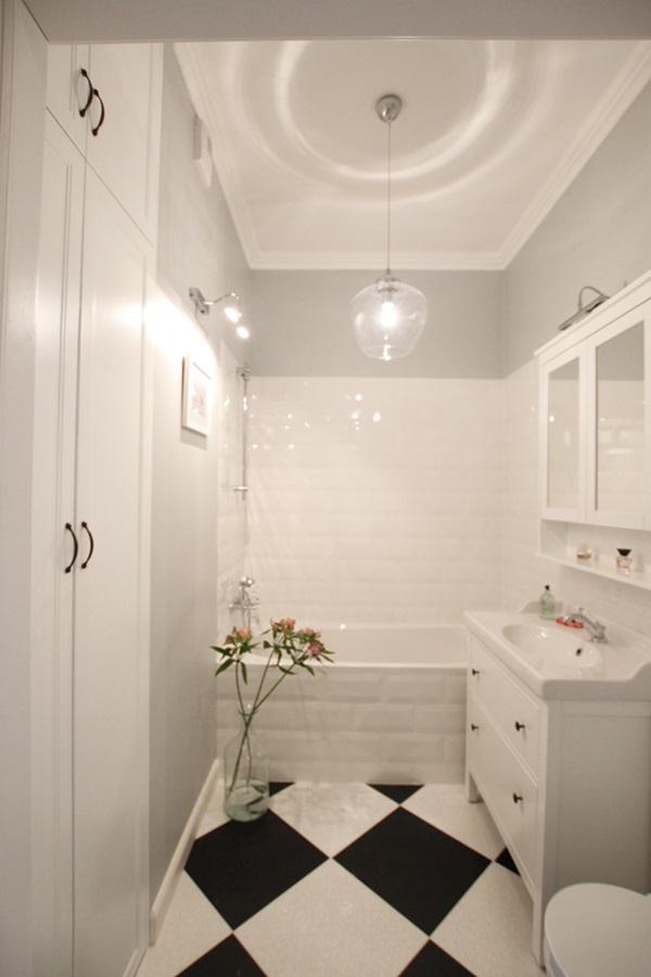 Mała łazienka w białej odsłonie - Architektura, wnętrza, technologia, design - HomeSquare
