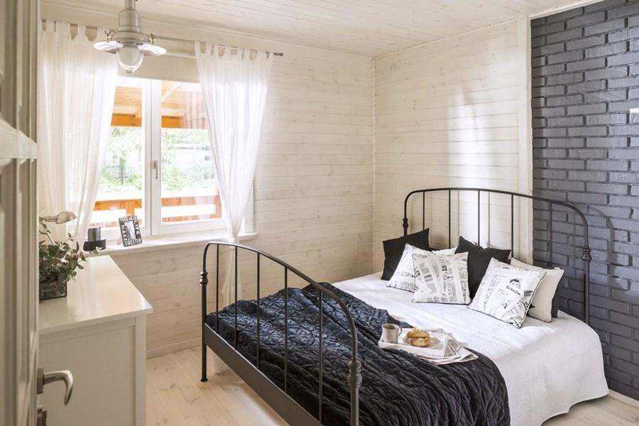 jasna sypialnia z rustykalnymi motywami inspiracja