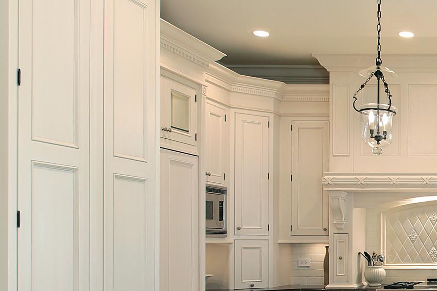 Klasyczna kuchnia w bieli  Architektura, wnętrza