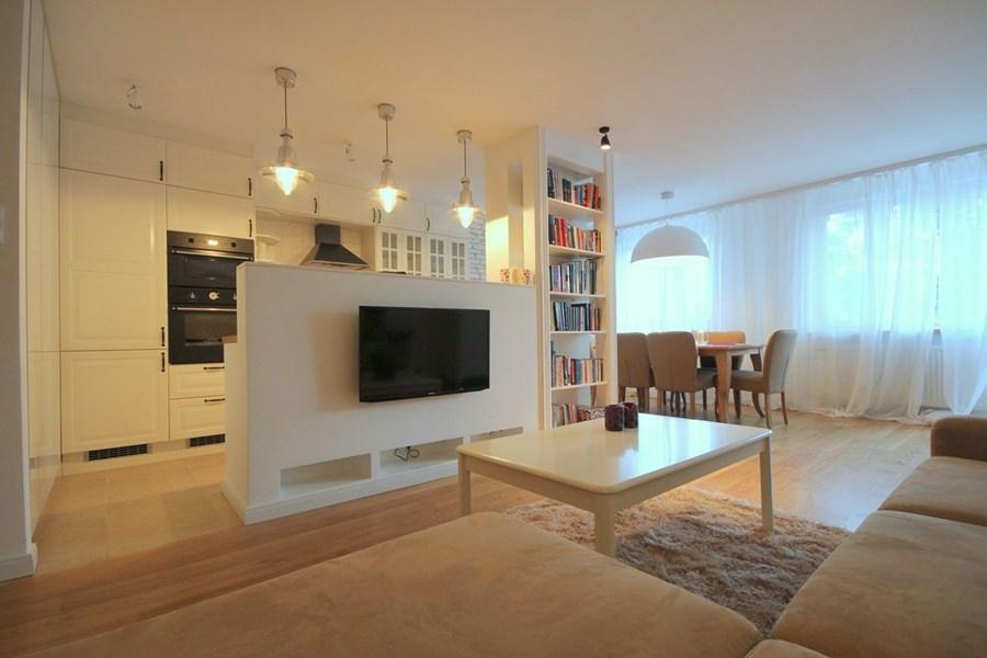 Salon z kuchnią i jadalnią  Architektura, wnętrza   -> Kuchnie W Salonie