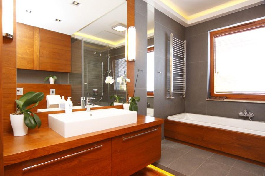 Aranżacja łazienki W Drewnie I Szarościach Inspiracja