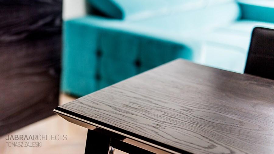Nowoczesny stół z drewna