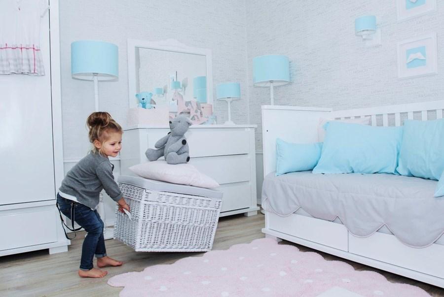 elegancki pok j dzieci cy w bieli i b kicie inspiracja homesquare. Black Bedroom Furniture Sets. Home Design Ideas