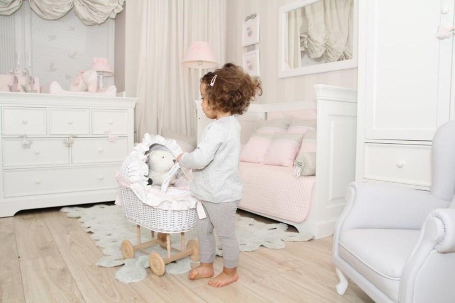 bia y pok j dla dziewczynki inspiracja homesquare. Black Bedroom Furniture Sets. Home Design Ideas
