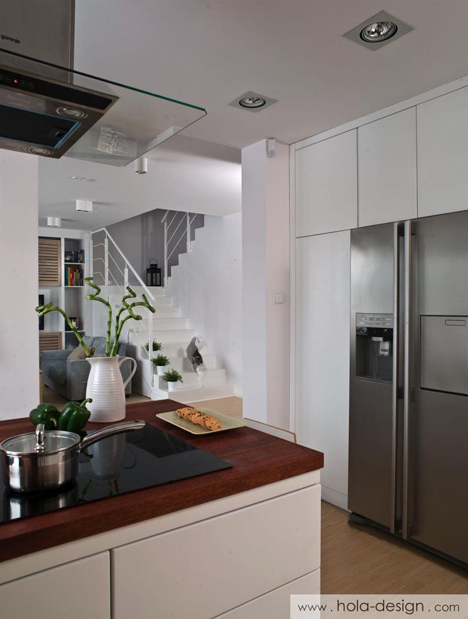Nowoczesna kuchnia w bieli  Architektura, wnętrza, technologia, design  Hom   -> Nowoczesna Kuchnia Z Drewnianą Podlogą