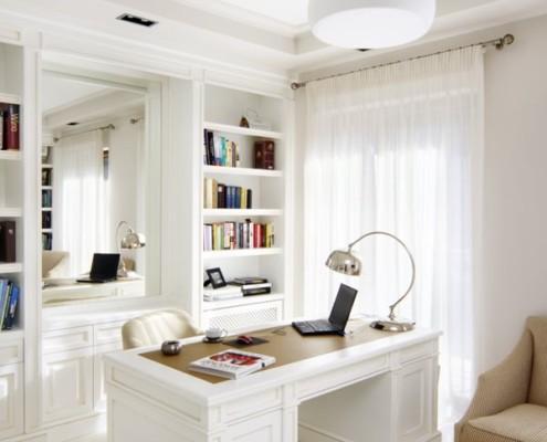 Klasyczny gabinet w bieli