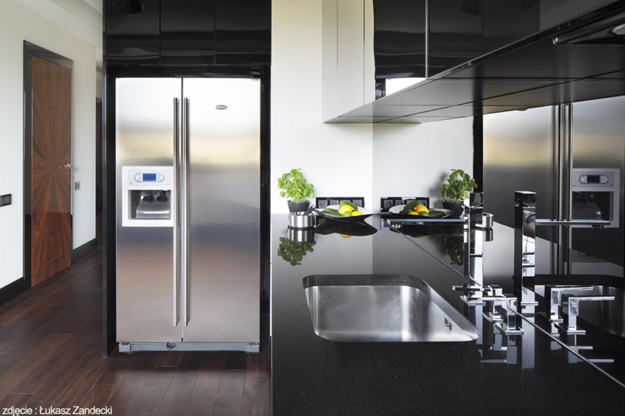 Kuchnia na wysoki połysk połączona z jadalnią  Architektura, wnętrza, techno   -> Kuchnia Czarna Na Wysoki Polysk