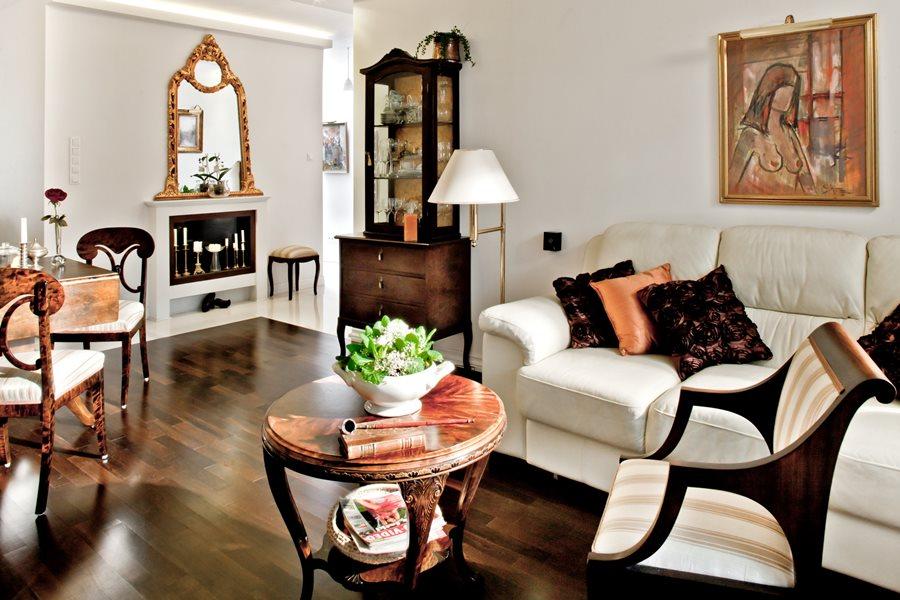 Drewniane meble do salonu - aranżacje pokoju dziennego, kolory w salonie