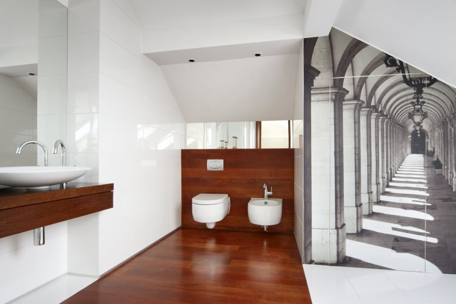 Jasna łazienka na poddaszu - Architektura, wnętrza, technologia, design - HomeSquare