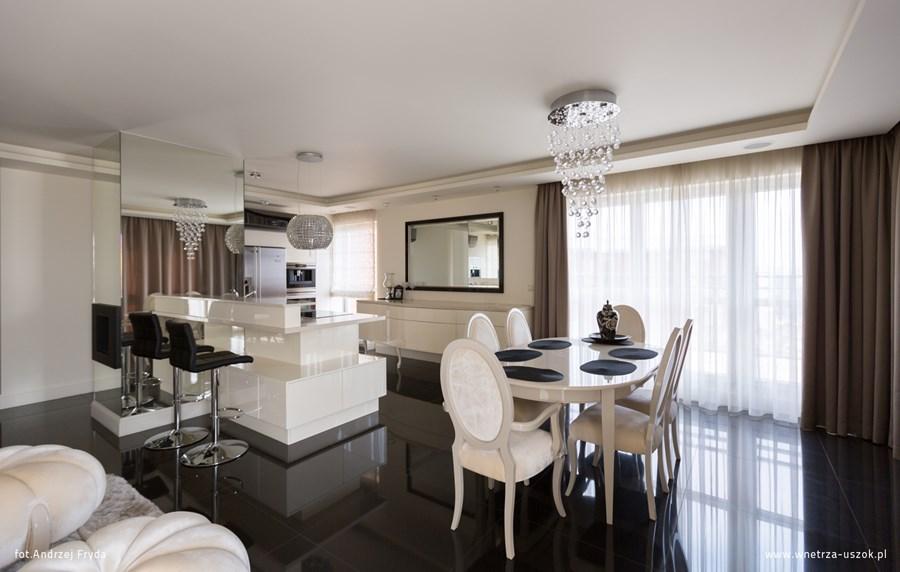 Nowoczesna klasyka w salonie z kuchnią  Architektura, wnętrza, technologia,   -> Kuchnia Nowoczesna I Retro