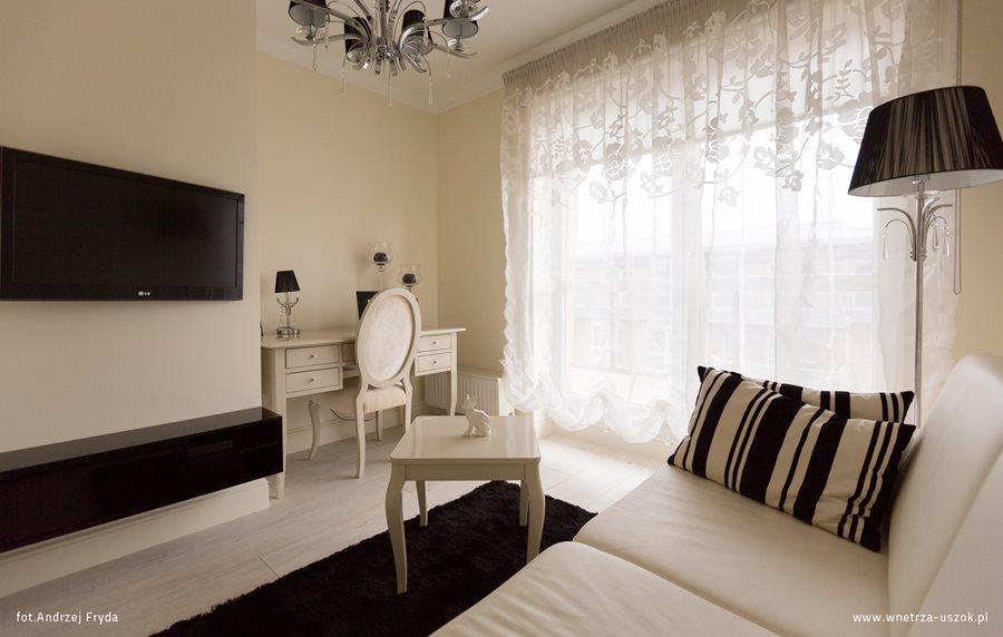 niewielki salon w czerni i bieli inspiracja homesquare