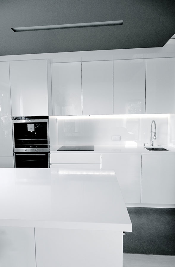 Biała kuchnia z barkiem  Architektura, wnętrza  -> Kuchnia Z Barkiem Nowoczesna