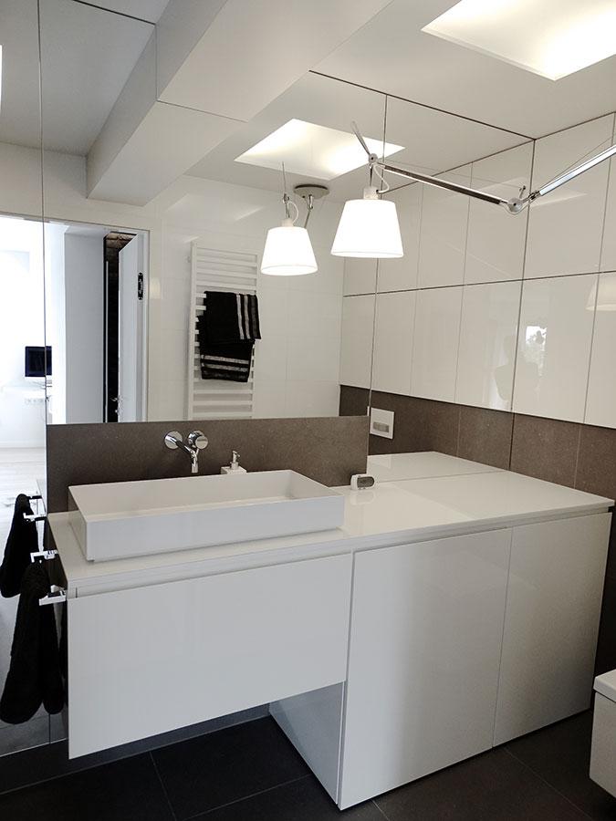Nowoczesna łazienka z prysznicem - Architektura, wnętrza, technologia, design - HomeSquare