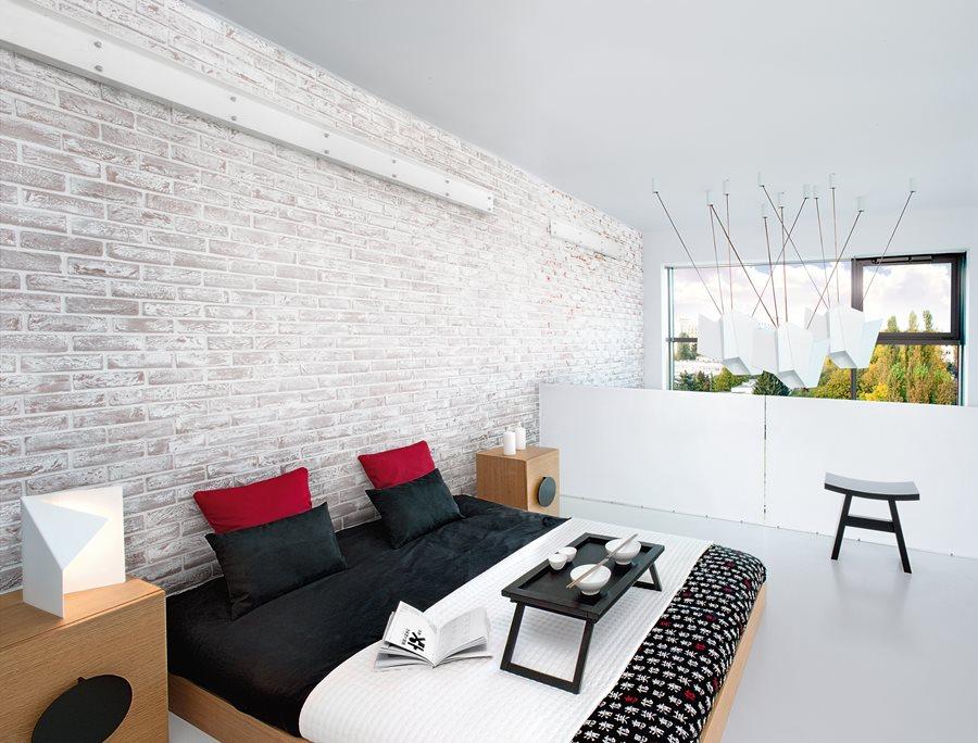 Oryginalna sypialnia - Ściana z cegły