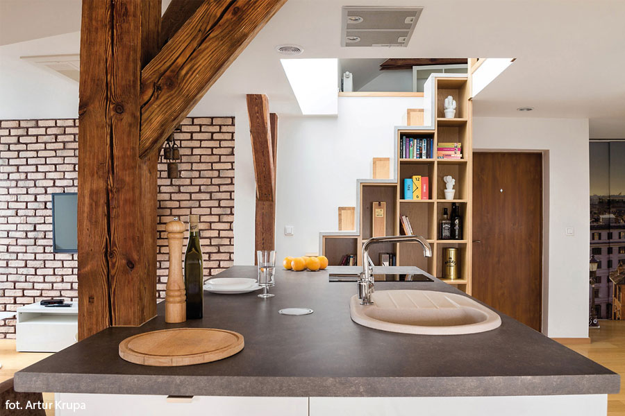 Salon z kuchnią na poddaszu  Architektura, wnętrza   -> Kuchnie Na Poddaszu Z Jadalnia