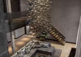 Ekskluzywny salon z wysokim sufitem