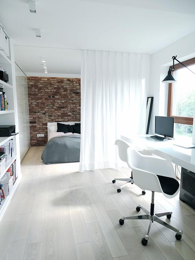 Mała Sypialnia Oddzielona Kotarą Inspiracja Homesquare