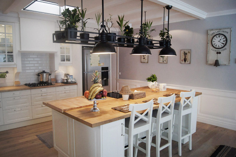 Biała kuchnia z wyspą  Architektura, wnętrza, technologia   -> Kuchnia Retro Biala