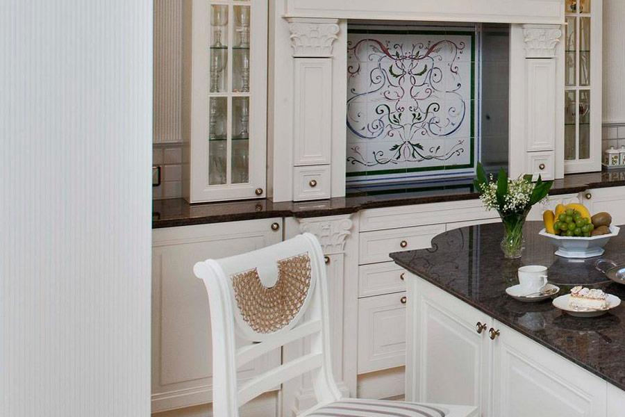 Biała kuchnia w stylu francuskim  Architektura, wnętrza