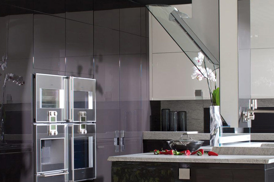 Biało czarna kuchnia na wysoki połysk  Architektura, wnętrza, technologia, d