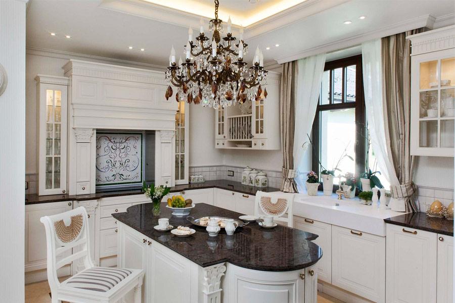 Biała kuchnia w stylu francuskim  Architektura, wnętrza   -> Kuchnia Sandy Style
