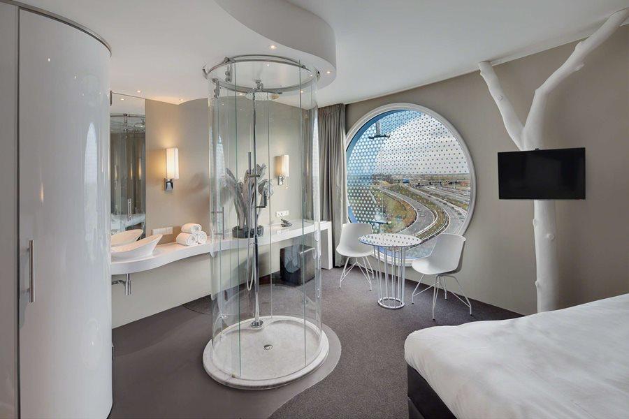 ma a azienka w sypialni styl nowoczesny inspiracja homesquare. Black Bedroom Furniture Sets. Home Design Ideas