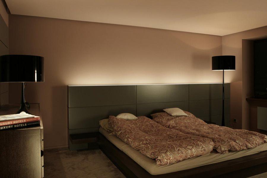 Nowoczesna sypialnia z garderobą - Architektura, wnętrza, technologia, design - HomeSquare