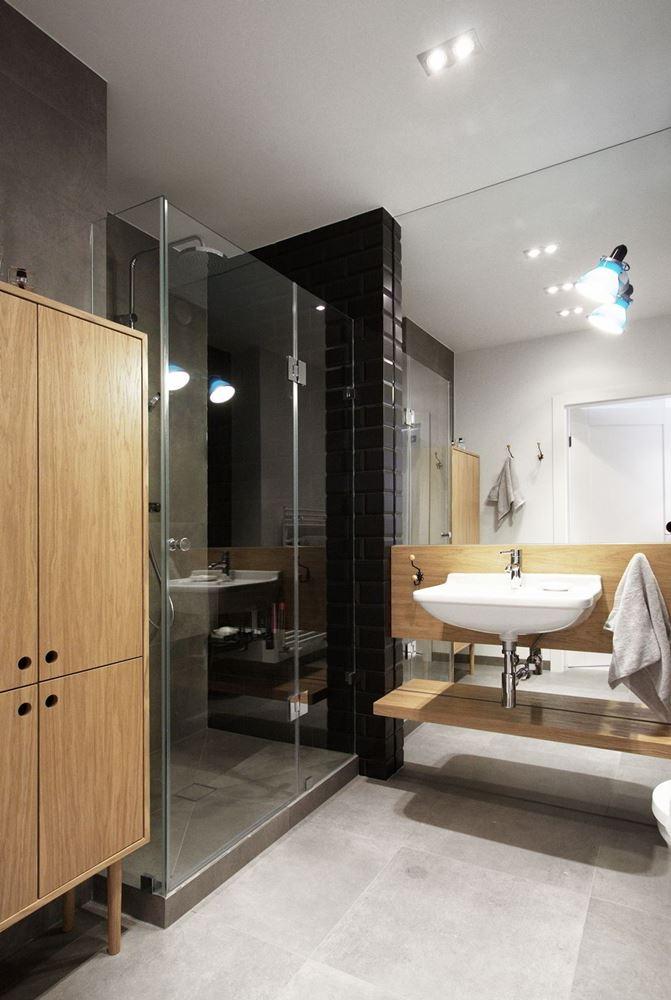 ma a azienka z przeszklonym prysznicem architektura. Black Bedroom Furniture Sets. Home Design Ideas