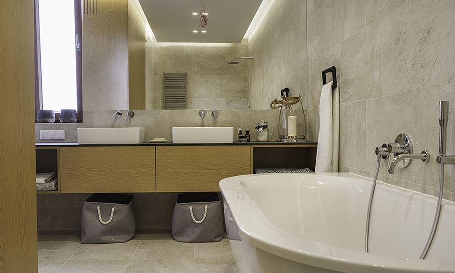 Wystrój jasnej łazienki z wanną wolnostojącą - Architektura, wnętrza, technologia, design ...