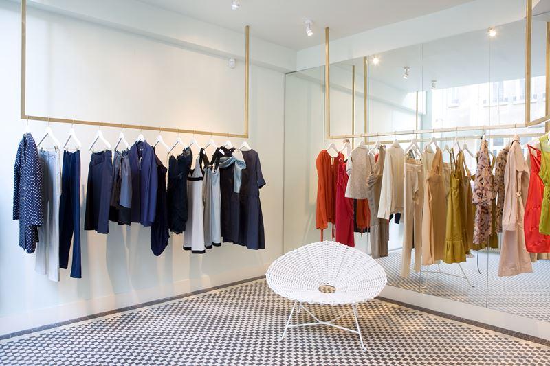 Nowoczesny butik w nieskazitelnej bieli architektura wn trza technologia design homesquare Home design sklep online