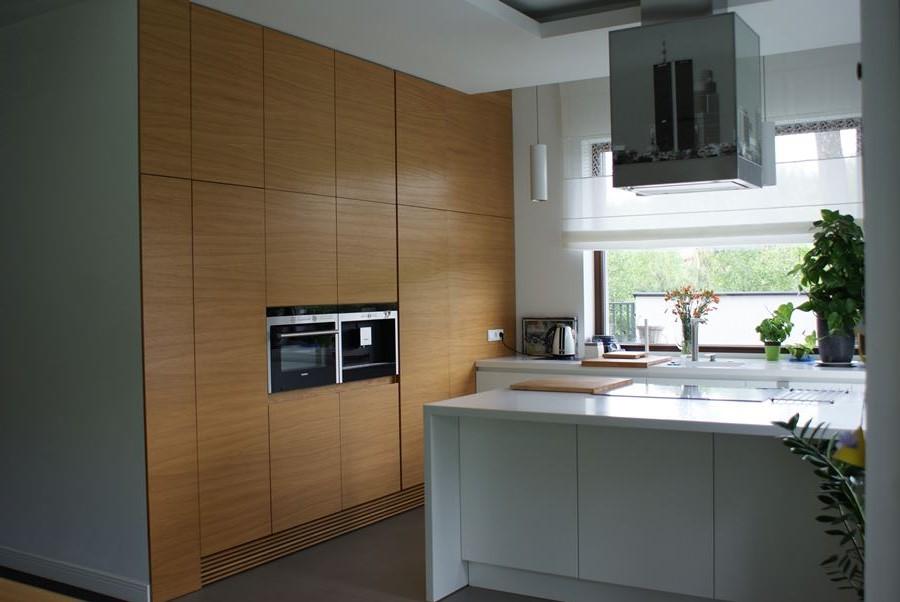 Otwarta kuchnia w bieli i jasnym drewnie  Architektura   -> Kuchnia W Bloku W Bieli