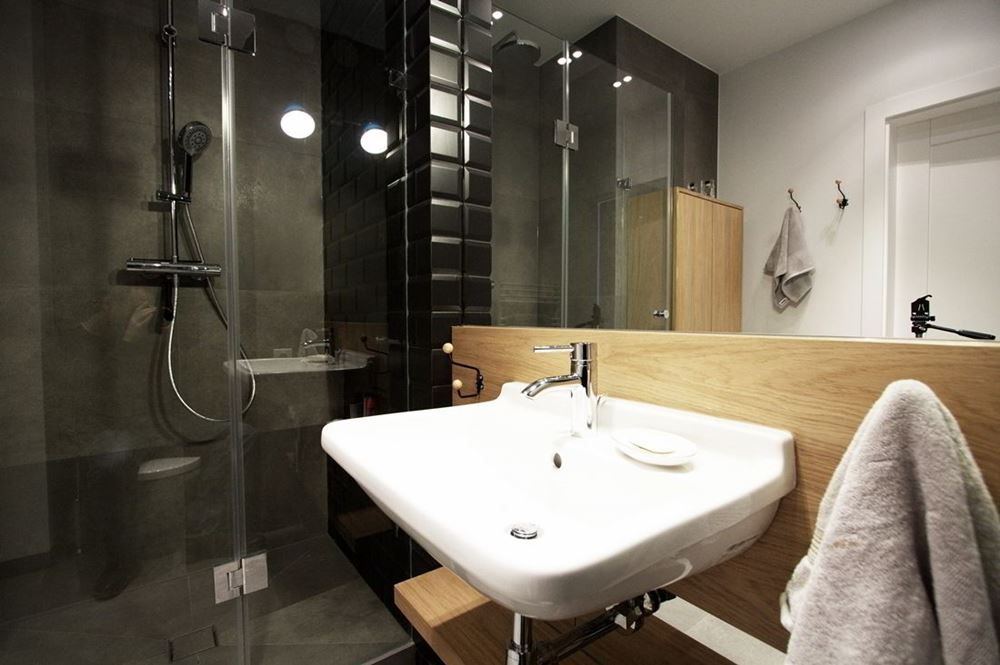 Mała łazienka Z Przeszklonym Prysznicem Inspiracja Homesquare