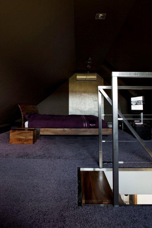 Minimalistyczna Sypialnia W Brązie I Fiolecie Inspiracja