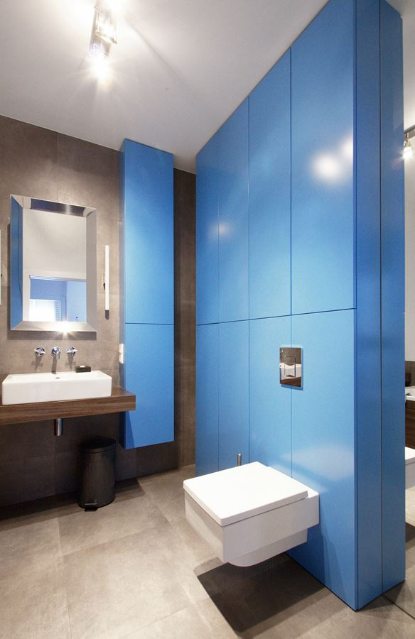 Niebiesko szara azienka w minimalistycznej formie