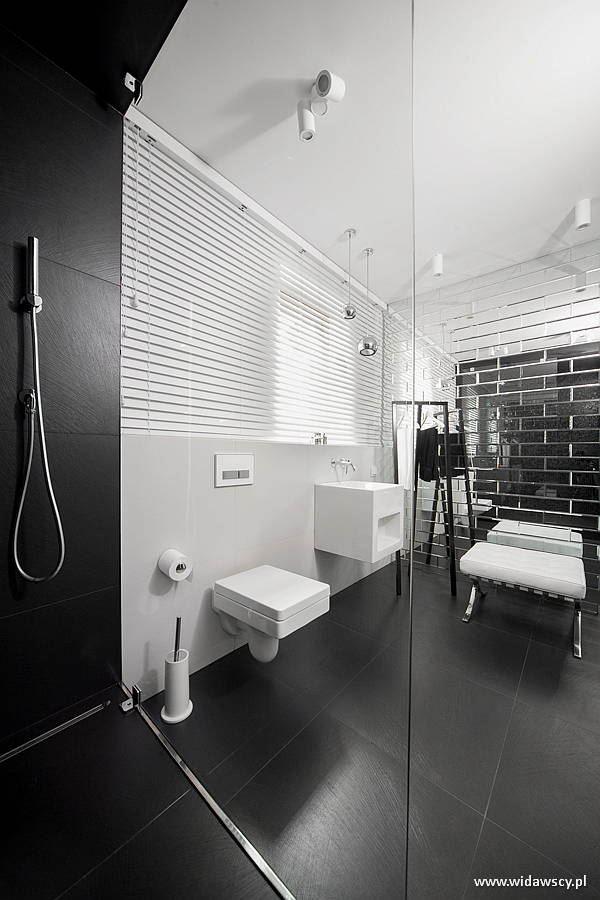 Biało Czarna łazienka Z Dużym Prysznicem Architektura