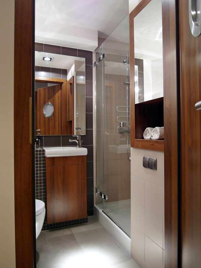 Mała łazienka z prysznicem - Inspiracja - HomeSquare