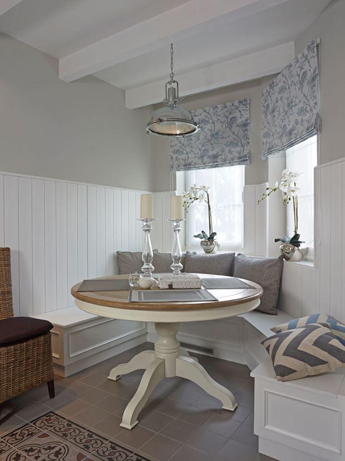 Mała Jadalnia W Kuchni Styl Modern Classic
