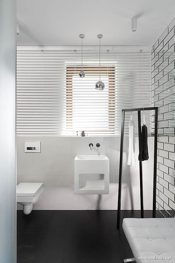 Biało Czarna łazienka Z Dużym Prysznicem Inspiracja